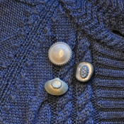 drie blues broches